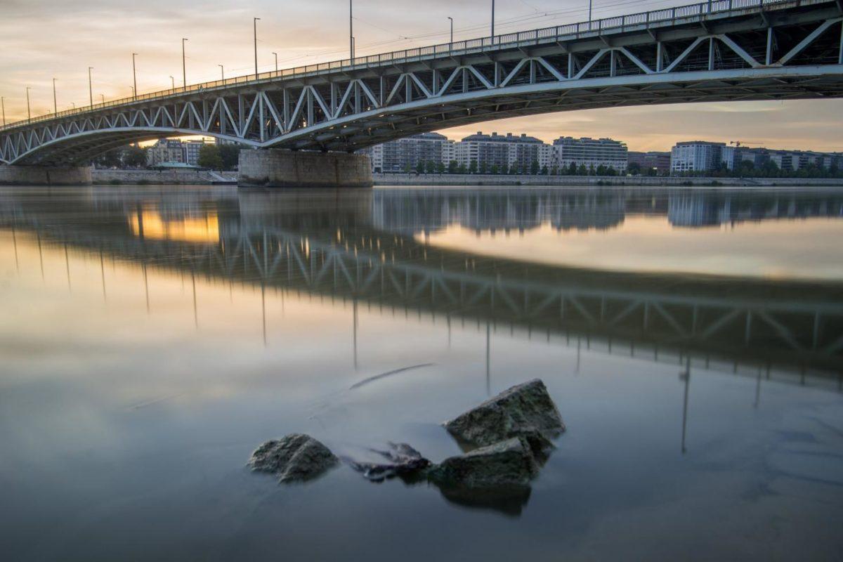 Meghalt a Petőfi hídról lezuhant férfi