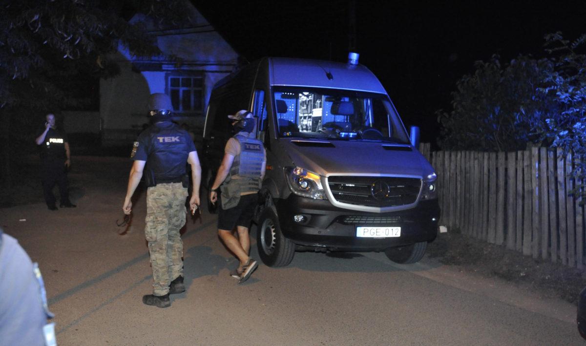 A Terrorelhárítási Központ (TEK) munkatársai 2019. augusztus 29-én Ráckevén, a Bercsényi utcában ahol lövöldözés volt.