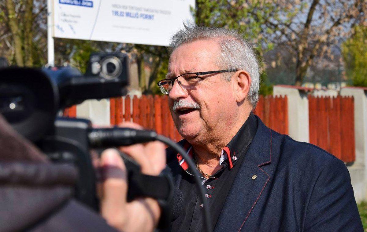 """Lovagkeresztet kapott a polgármestert, aki azzal riogatott, hogy ha nem a fideszes jelölt nyer, """"szopni fogunk"""""""