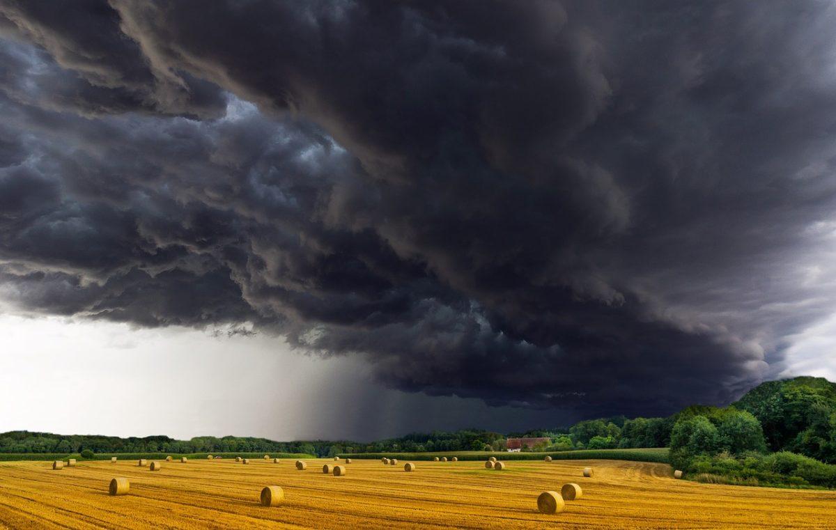Hétfőn ránk szakad az ég – több megyére másodfokú figyelmeztetést adtak ki a zivatarok és felhőszakadás veszélye miatt