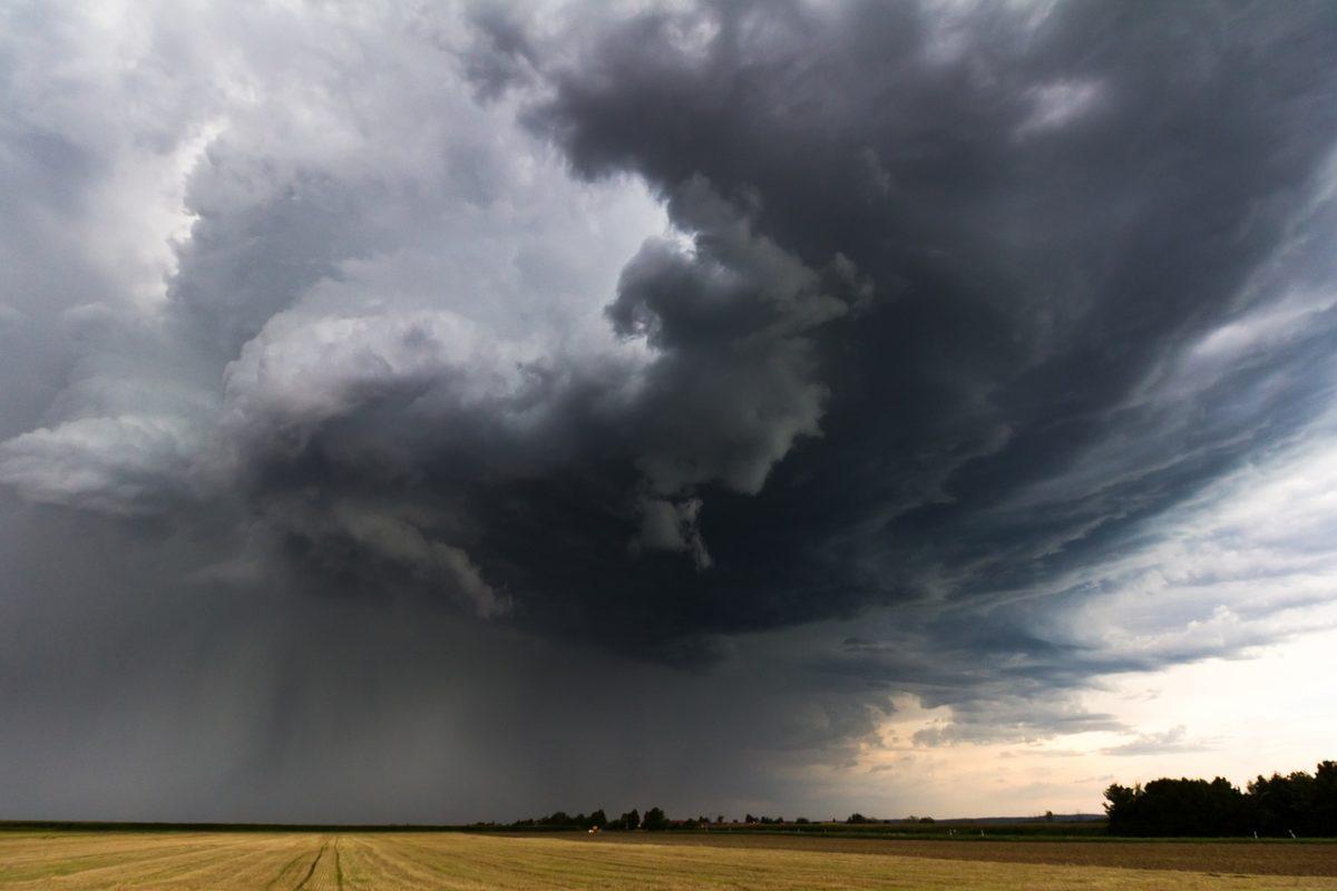 Országos figyelmeztetés: vihar, felhőszakadás, jégeső lehet ma