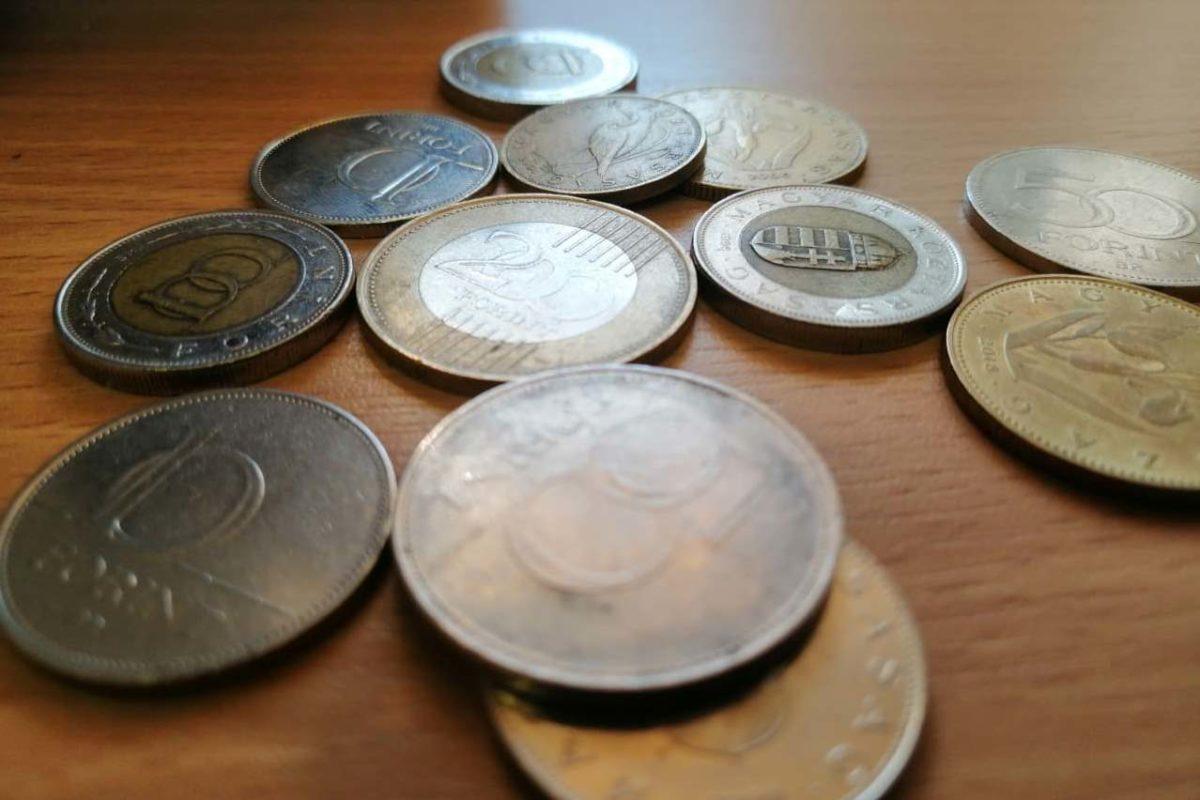 Továbbra is történelmi mélyponton a forint