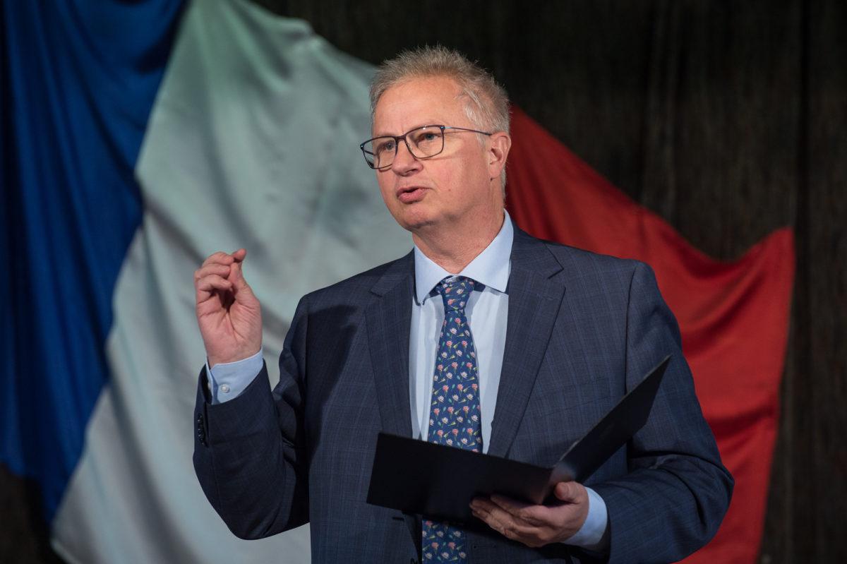 Trócsányi László.