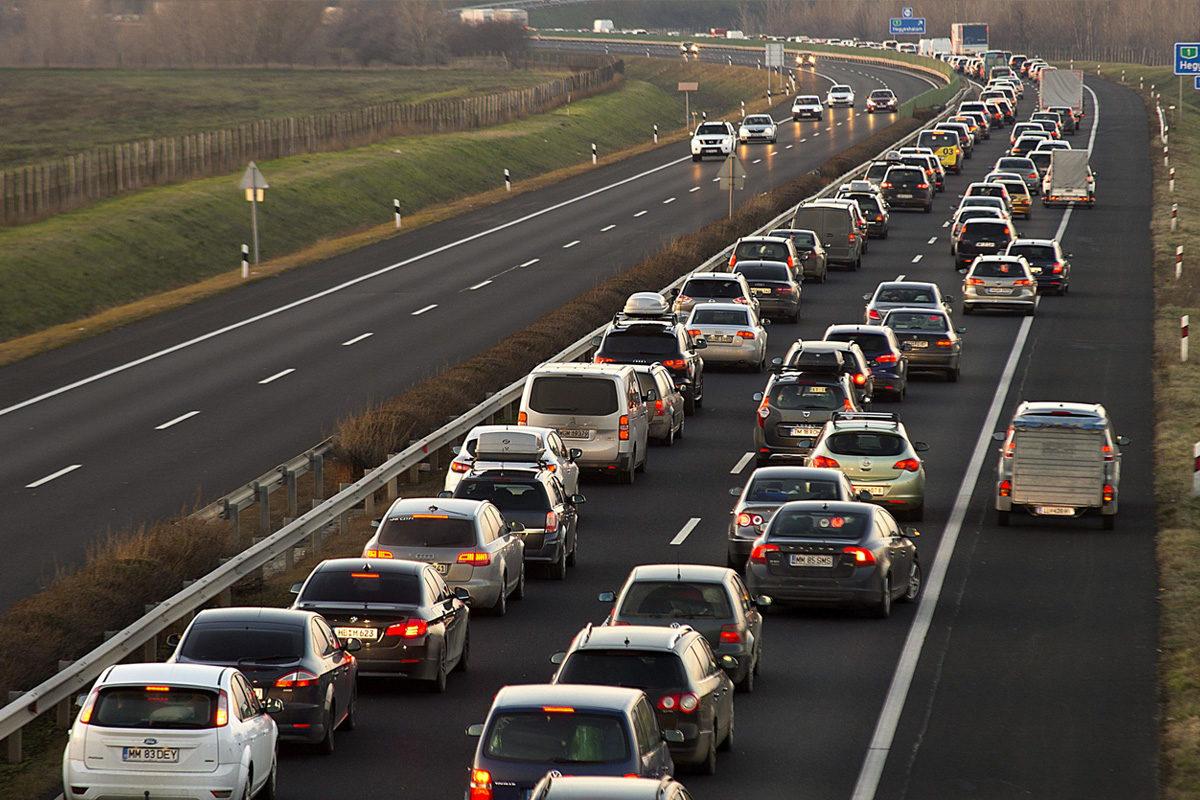 Döbbenetes összeget vett ki az autósok zsebéből az Orbán-kormány