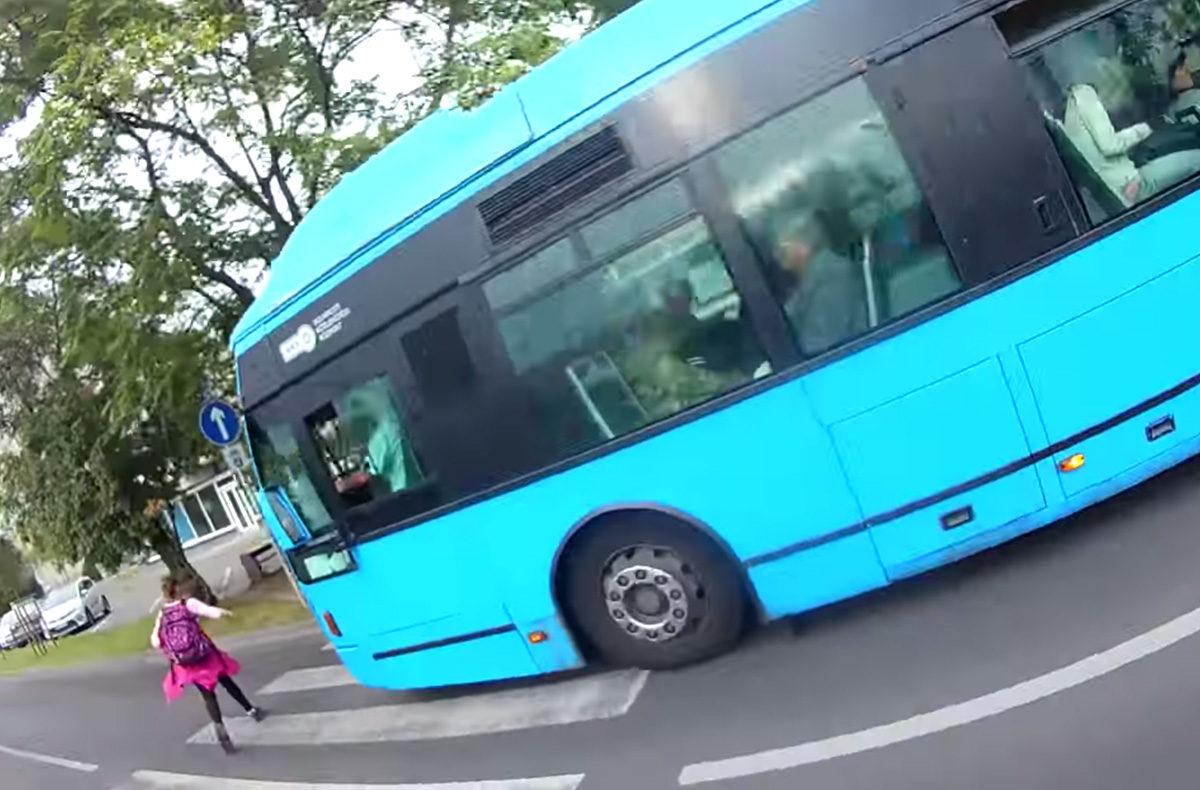 Majdnem elgázolt egy kislányt a zebrán egy BKV-busz Kőbányán