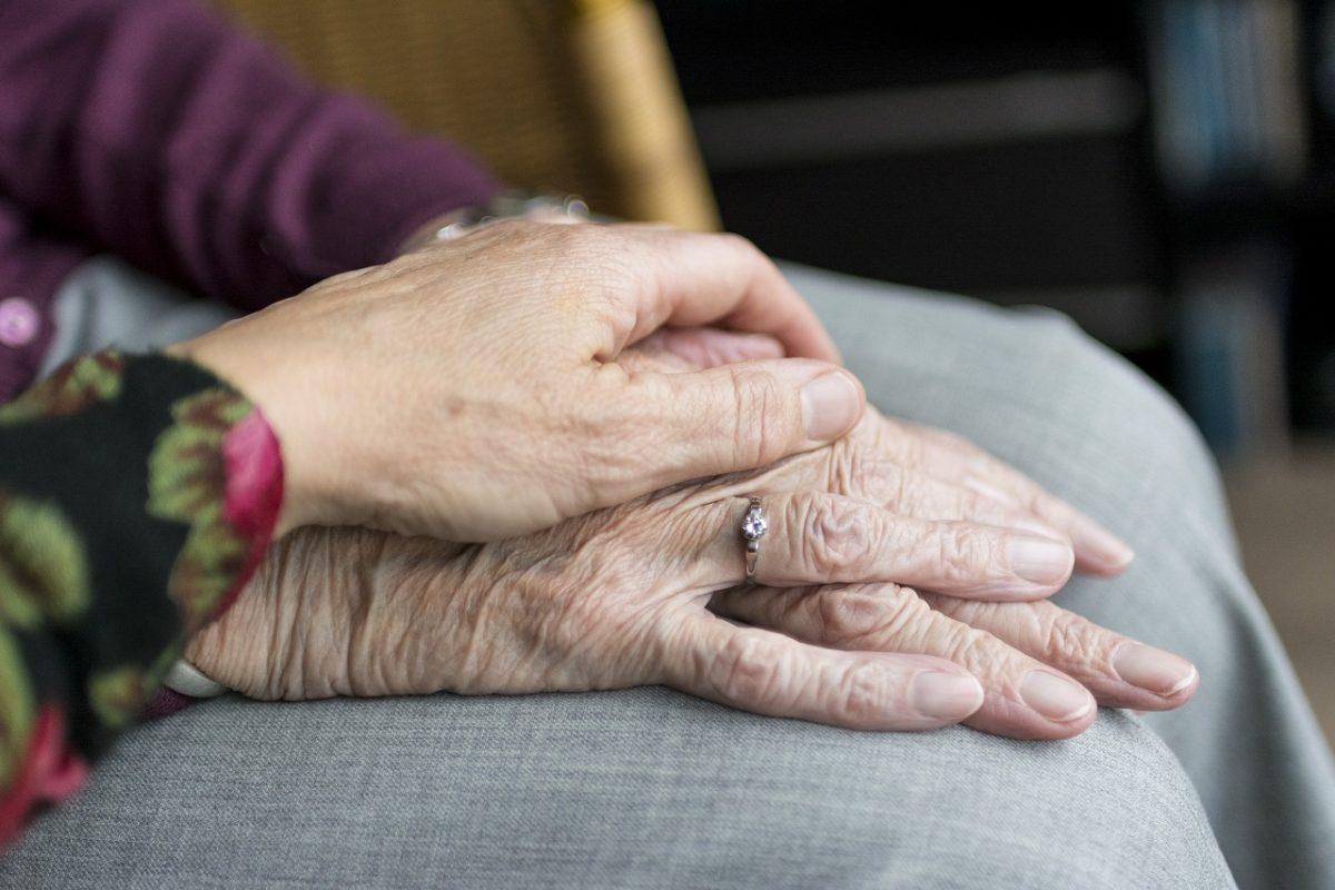 10 ezer forintos utalványt osztogat a nyugdíjasoknak Terézváros a választás előtt