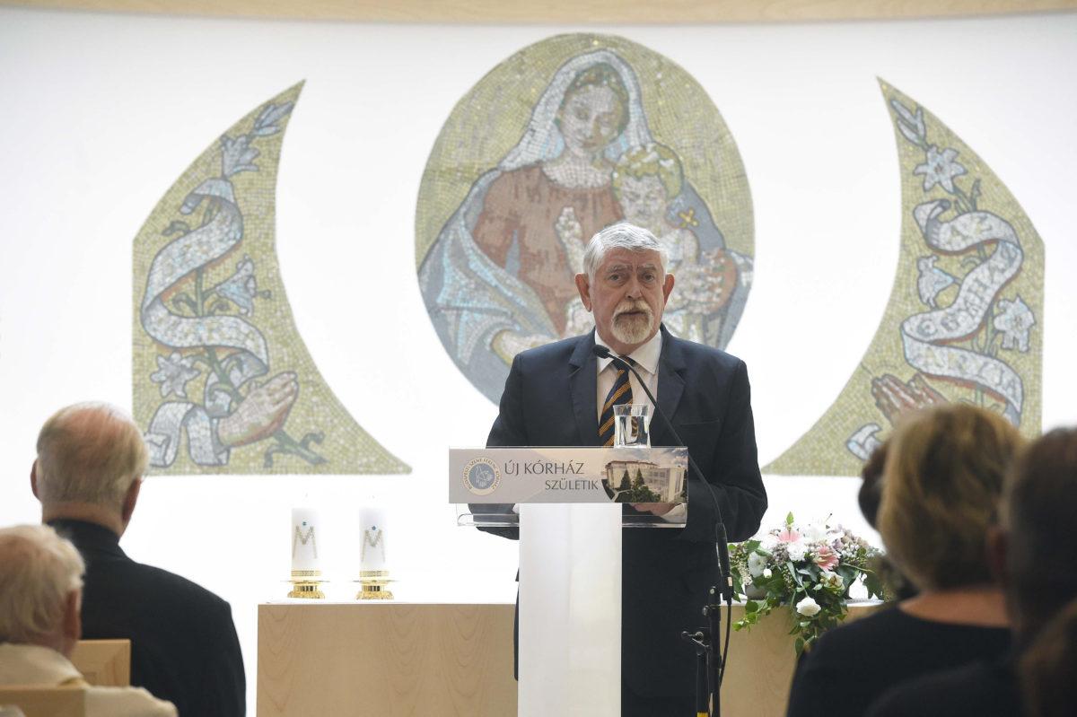 Kásler Miklós, az emberi erőforrások minisztere beszédet mond a Budapesti Szent Ferenc Kórház új kápolnájának és rendelőinek felszentelésén és átadásán a II. kerületi Széher úton 2019. szeptember 10-én.