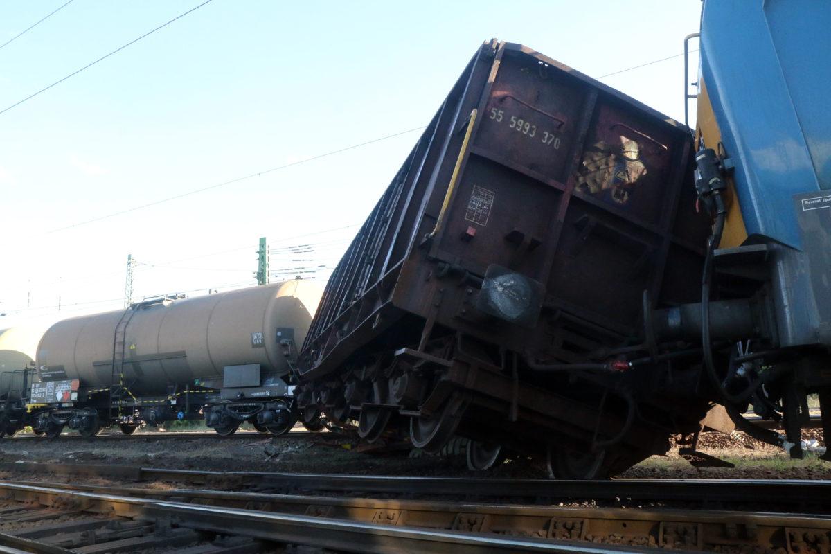 Kisiklott tehervonat kocsija a Miskolc-Tiszai pályaudvaron 2019. szeptember 18-án.