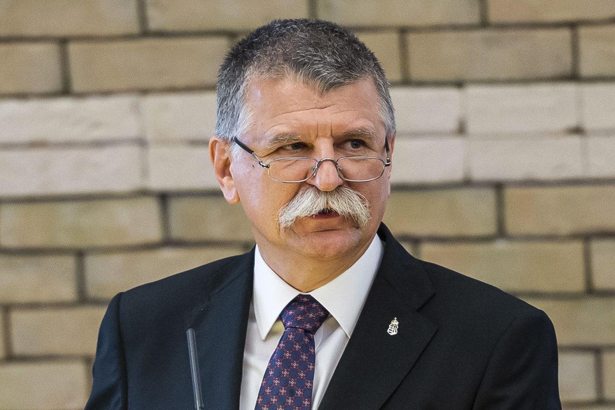 Kövér László, az Országgyűlés elnöke beszédet mond a Selye János Egyetem fennállásának 15. évfordulója alkalmából tartott ünnepségen és akadémiai tanévnyitón a szlovákiai Révkomáromban 2019. szeptember 13-án.
