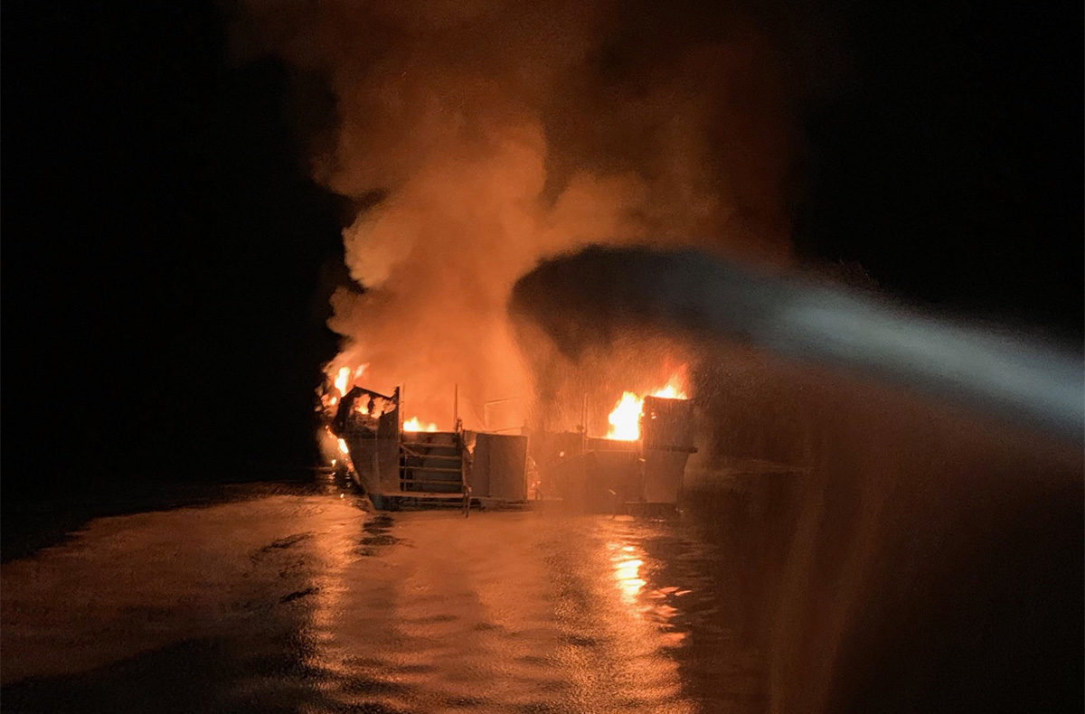 Leégett egy hajó Dél-Kalifornia partjainál, legalább 25-en meghaltak
