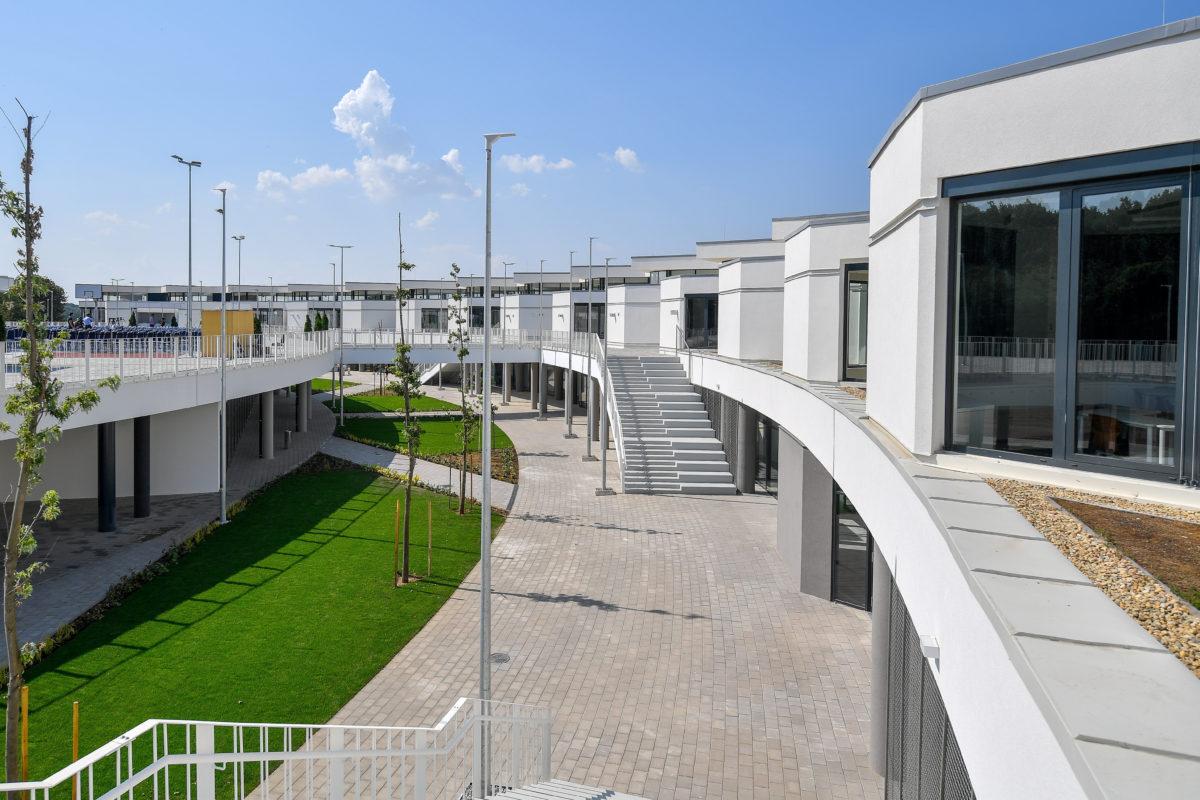 A Debreceni Nemzetközi Iskola (International School of Debrecen) Debrecen-Pallagon az avatás napján, 2019. augusztus 30-án.