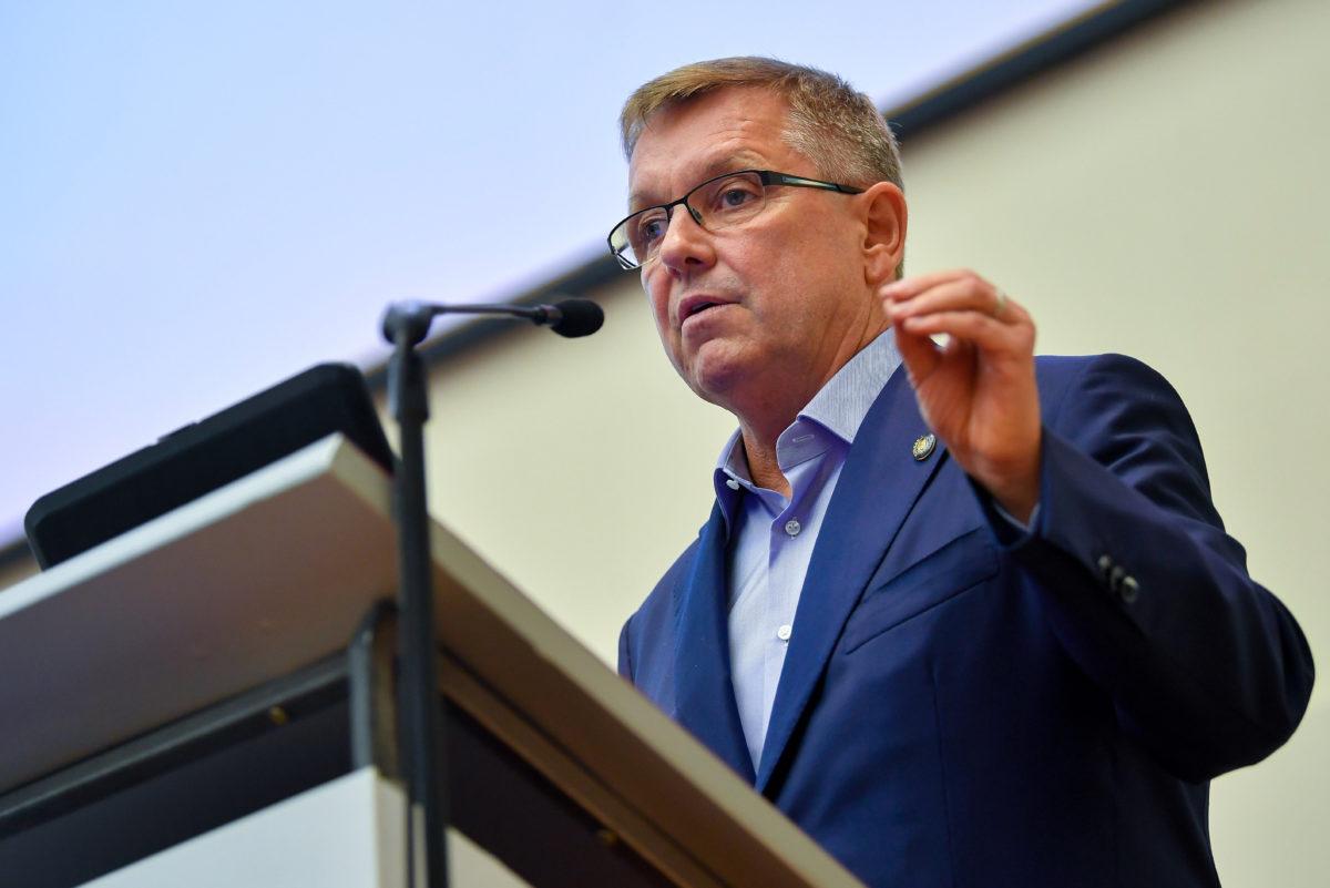 Matolcsy György, a Magyar Nemzeti Bank (MNB) elnöke előadást tart az 57. Közgazdász-vándorgyűlésen a Nyíregyházi Egyetemen 2019. szeptember 5-én.