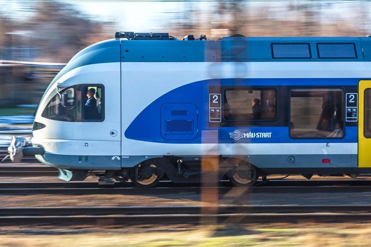 Nem tudtak elindulni az elővárosi vonatok, megszólalt a MÁV