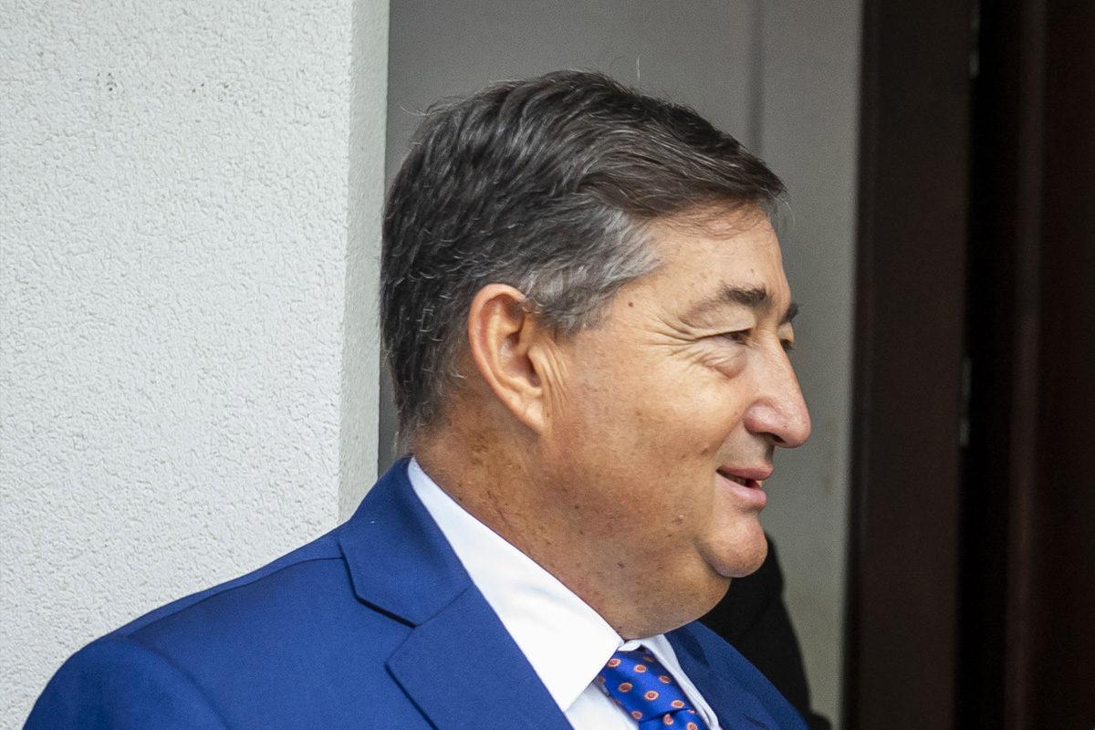 Mészáros Lőrinc, a Felcsúti Utánpótlás Neveléséért Alapítvány kuratóriumának elnöke a Kokas Ignác festőművész festményeit bemutató Felcsúti Képtár átadóünnepsége előtt 2019. szeptember 28-án.