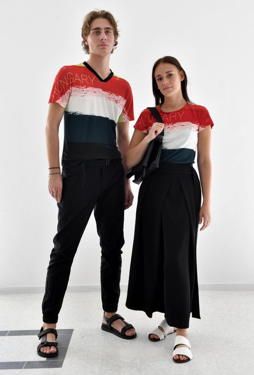 Modellek a magyar olimpikonok és paralimpikonok, a 2020-as tokiói olimpiára tervezett formaruháit bemutató sajtótájékoztatón 2019. szeptember 12-én.