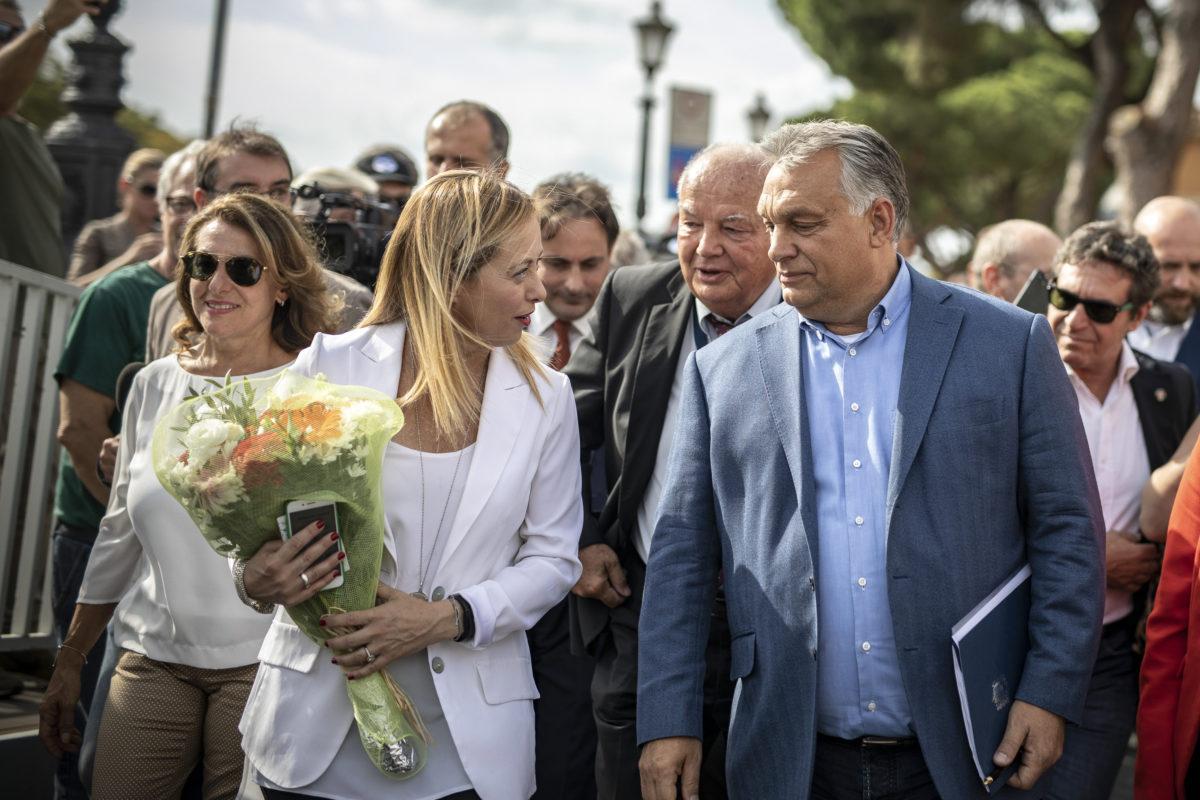 Orbán Viktor miniszterelnök és Giorgia Meloni, az Olasz Testvérek (FdI) párt vezetője az Atreju nevű rendezvényen, a jobboldali Olasz Testvérek (FdI) párttalálkozóján Rómában 2019. szeptember 21-én.