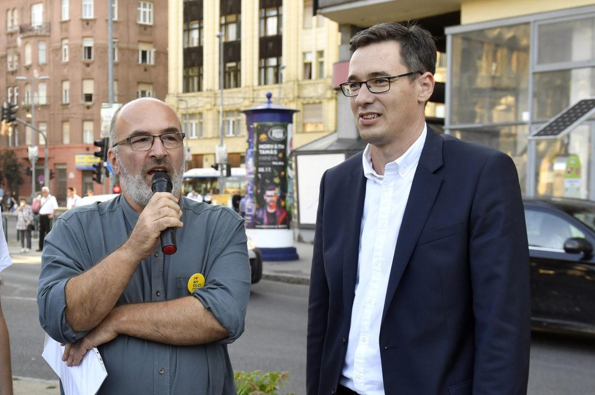 Pikó András józsefvárosi ellenzéki polgármesterjelölt (b) és Karácsony Gergely ellenzéki főpolgármester-jelölt (j) kampányrendezvénye a VIII. kerületi II. János Pál pápa téren 2019. szeptember 4-én.