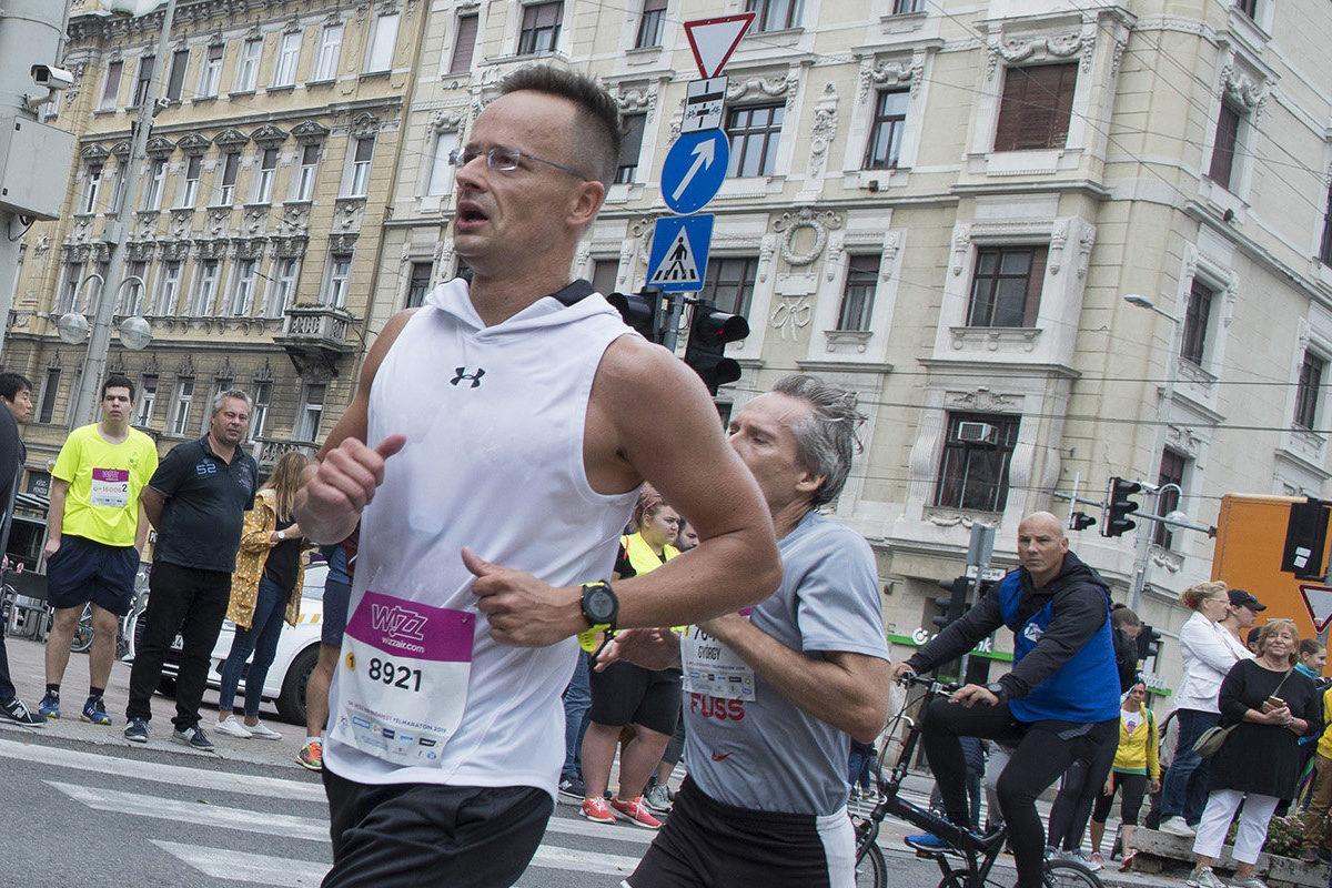 Szijjártó Péter külgazdasági és külügyminiszter (j2) a 34. Wizz Air Budapest Félmaratonon 2019. szeptember 8-án.