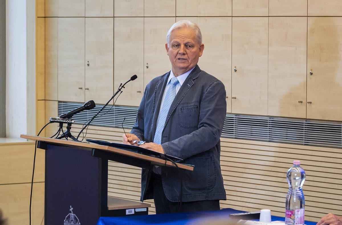 Tarlós István főpolgármester előadást tart a XIII. Innováció és fenntartható felszíni közlekedés konferencián az Óbudai Egyetemen 2019. augusztus 26-án.