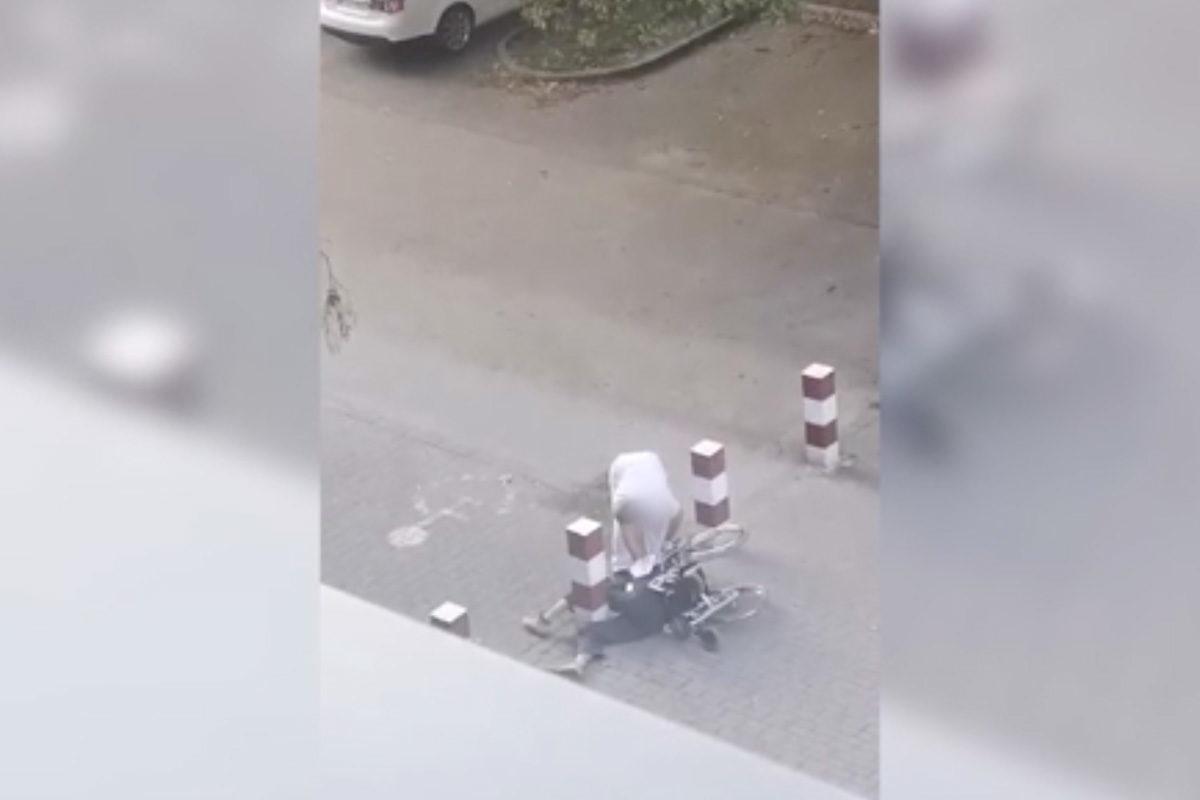 Tolószékkel eldőlt beteget rugdosott a miskolci kórház udvarán egy betegkísérő