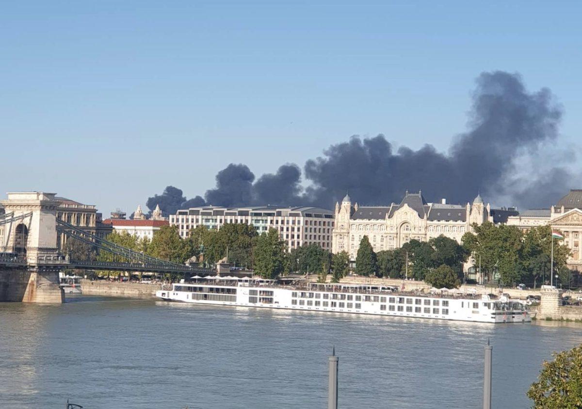 Hatalmas füsttel ég valami Budapesten