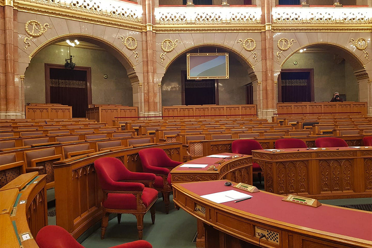 A Fidesz és a KDNP képviselői a klímaügyben összehívott rendkívüli ülésen 2019. szeptember 18-án.