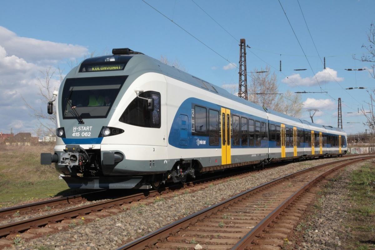 Egymással szemben állt meg két vonat Pécelnél