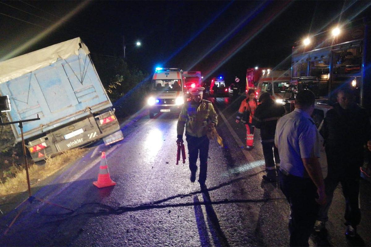 Brutális baleset Romániában, 10 embert ölt meg egy kamionos