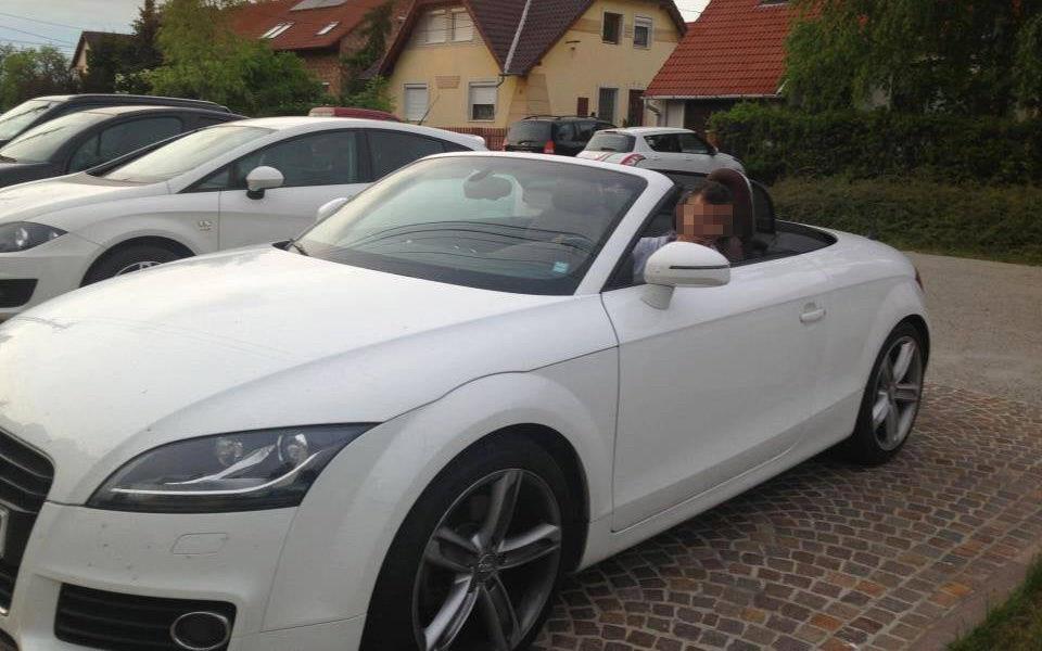 Borkai Zsolt fia az Audi TT Roadsterben.