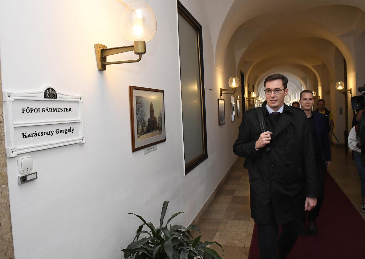 Karácsony Gergely megválasztott főpolgármester érkezik hivatalának átadás-átvételére a Városházán 2019. október 17-én.