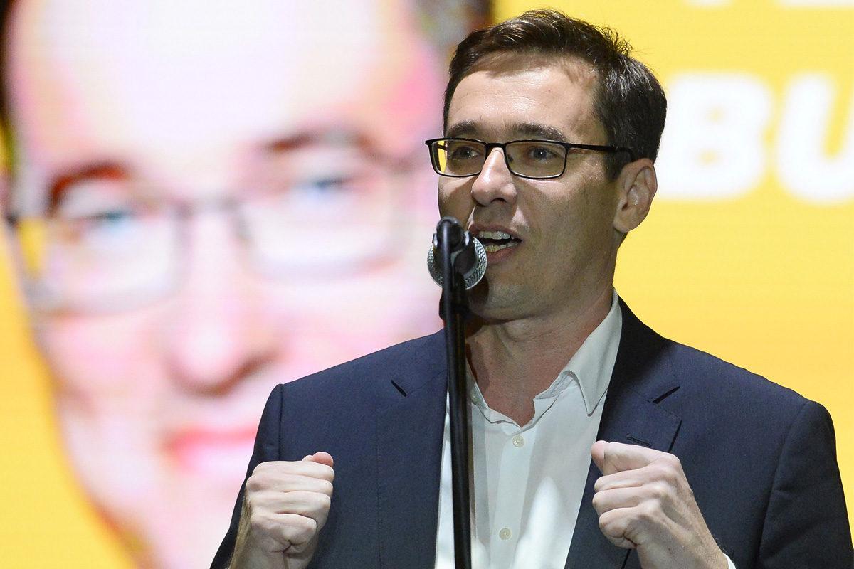 Karácsony Gergely közös ellenzéki főpolgármester-jelölt beszédet mond az ellenzéki pártok kampányzáró rendezvényén a Madách téren, Budapesten 2019. október 11-én.