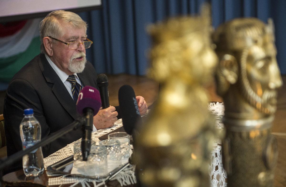 Kásler Miklós, az emberi erőforrások minisztere beszédet mond a Szent István emlékkonferencián Kecskeméten, a Piarista Gimnázium Dísztermében 2019. szeptember 12-én.