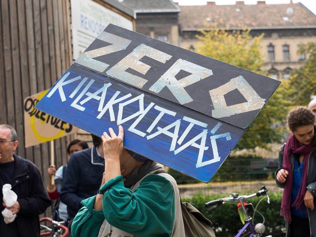 Tüntetés a kilakoltatások ellen.