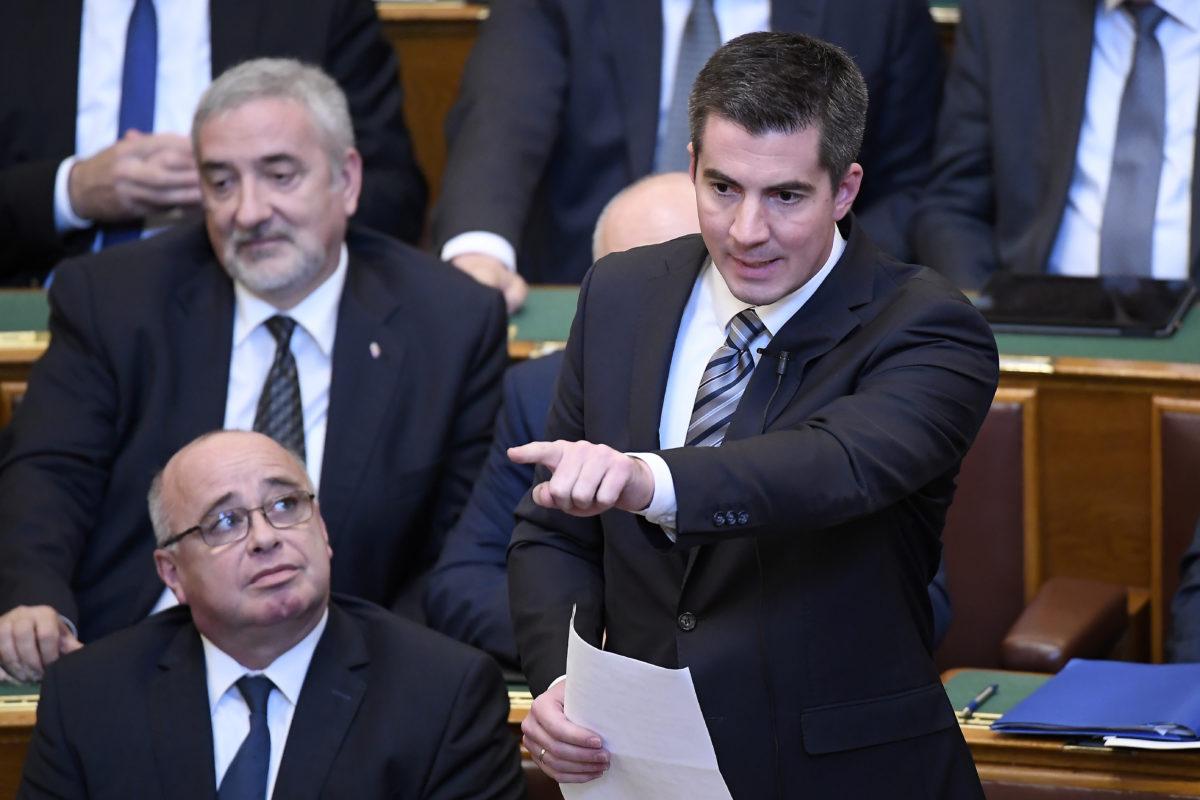 Kocsis Máté, a Fidesz frakcióvezetője napirend előtt felszólal az Országgyűlés plenáris ülésén 2019. október 21-én.