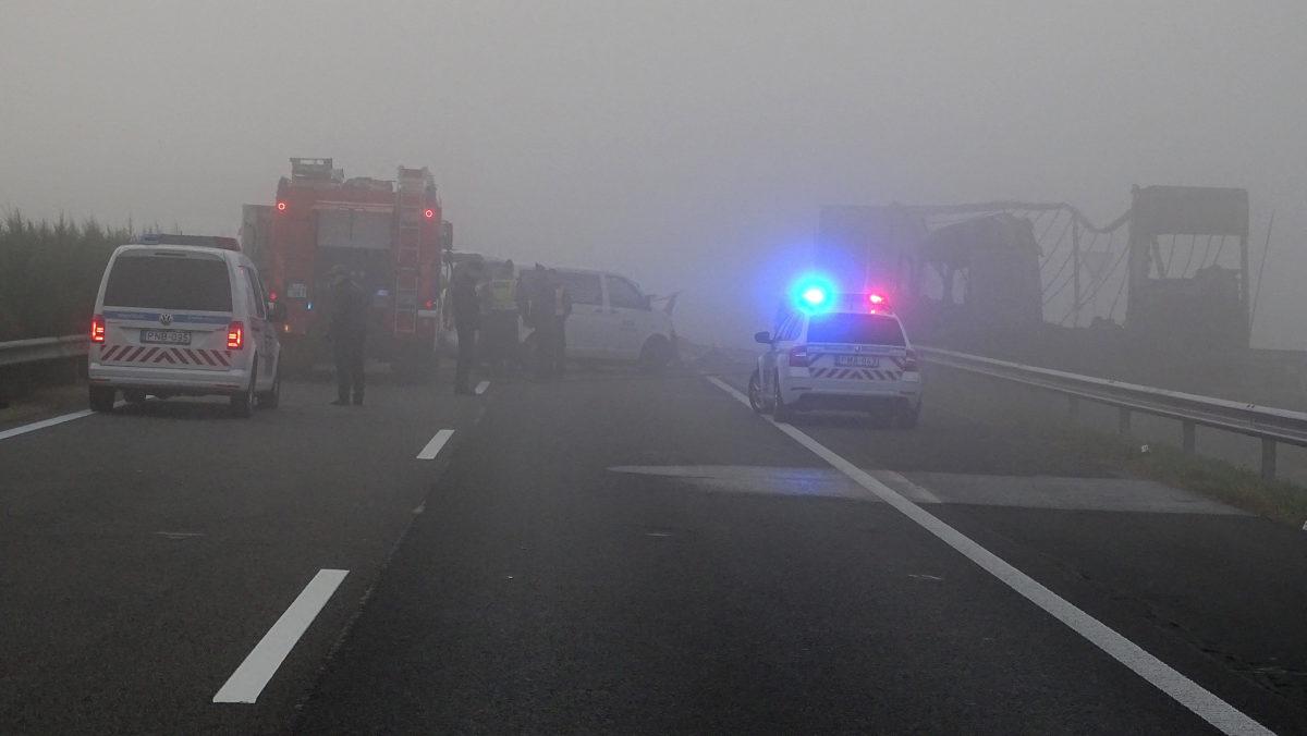 Helyszínelés az M5-ös autópályán Kistelek közelében, a 146-os kilométerszelvényében 2019. október 28-án.