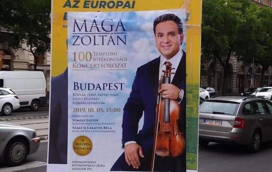 Mága Zoltán koncertjét reklámozó plakát az ellenzéki választási plakáton.