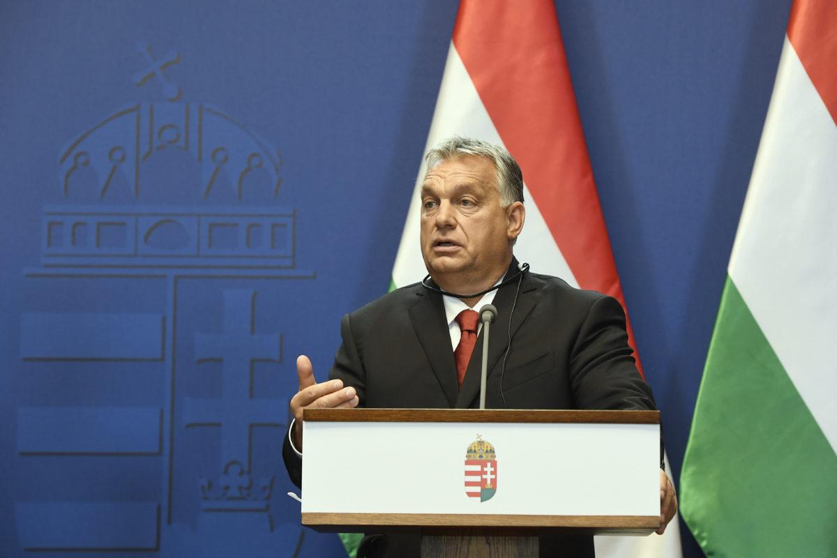 Orbán Viktor miniszterelnök az EU soros elnökségét betöltő Finnország kormányfőjével, Antti Rinnével közösen tartott sajtótájékoztatóján a Karmelita kolostorban 2019. szeptember 30-án.