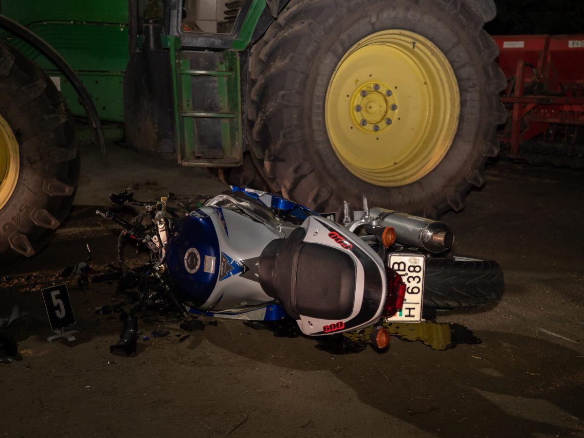 Ütközésben összeroncsolódott motorkerékpár Öttömösön 2019. október 11-én.