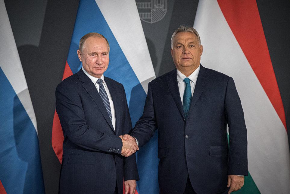 Orbán Viktor miniszterelnök (j) fogadja Vlagyimir Putyin orosz elnököt a Karmelita kolostorban 2019. október 30-án.