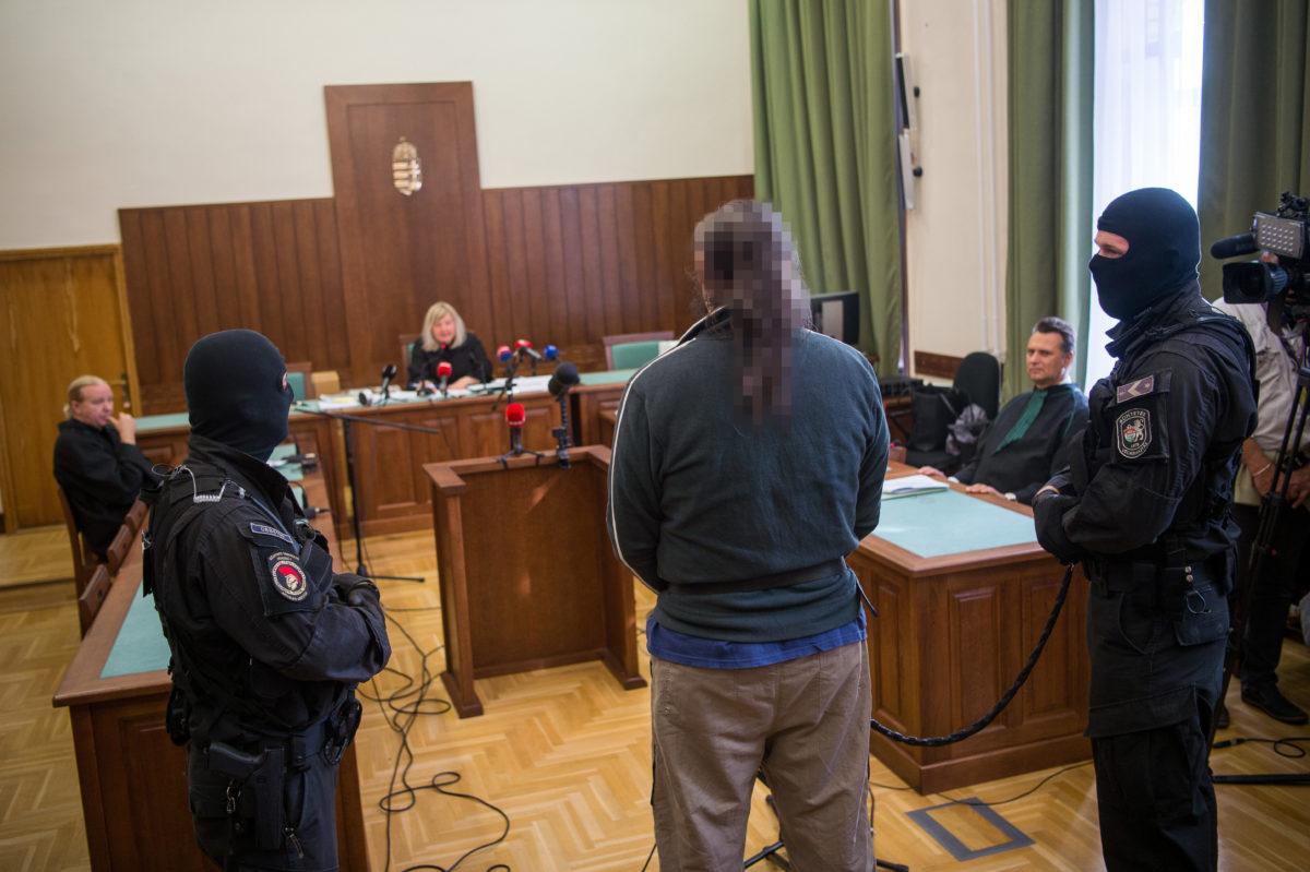A soroksári futónő 2013-ban történt meggyilkolásával gyanúsított férfi a büntetőperét előkészítő ülésen, a Fővárosi Törvényszéken 2019. október 7-én.
