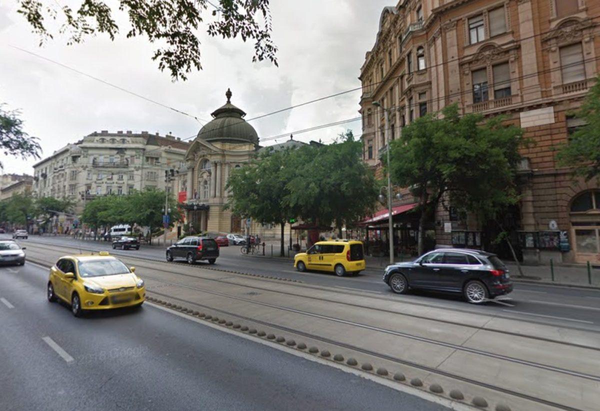 A nyílt utcán rugdosott hasba nőket egy férfi Budapesten