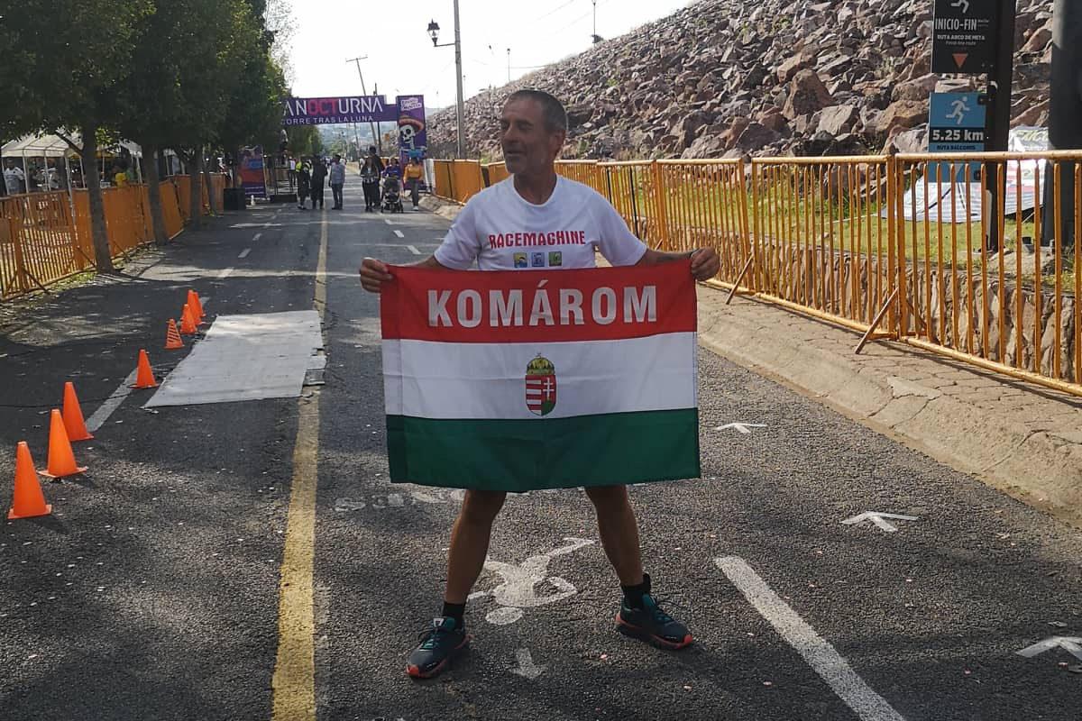 Szőnyi Ferenc a mexikói húszszoros Ironman triatlon-verseny céljába érkezve 2019. októberében.
