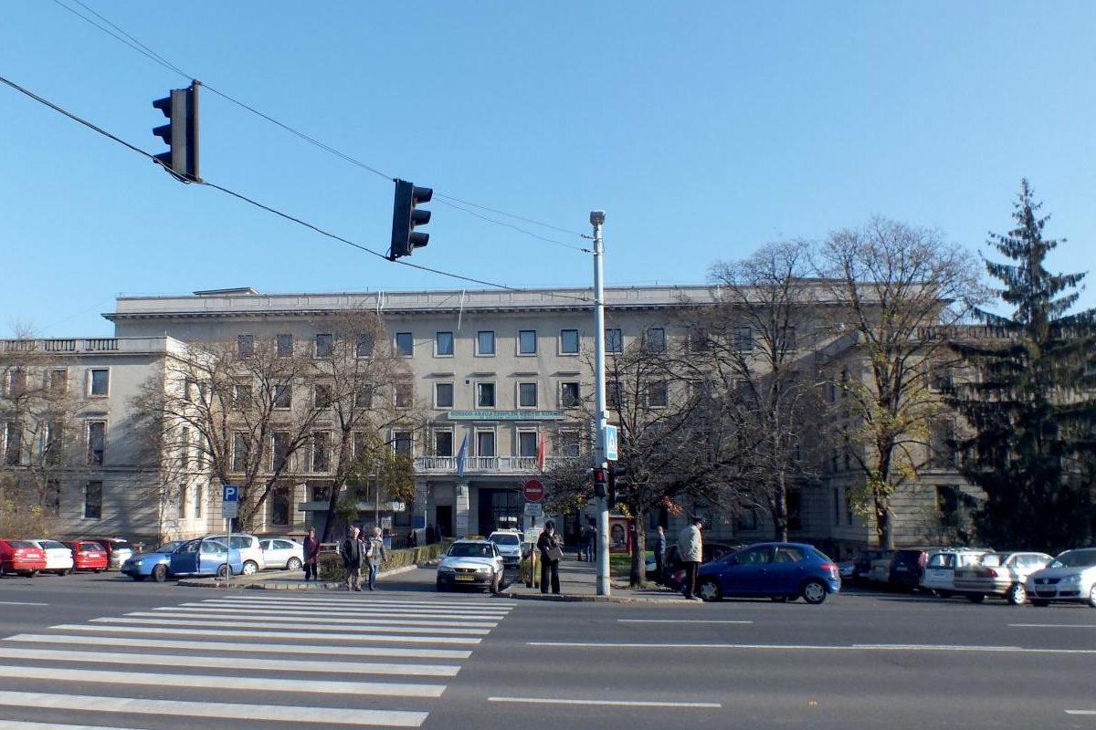 A Borsod-Abaúj-Zemplén Megyei Központi Kórház főbejárata.