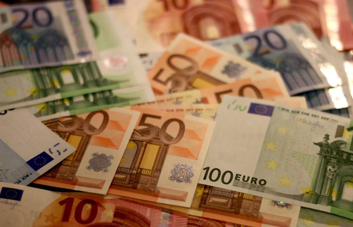 Itt a 365 forintos euró