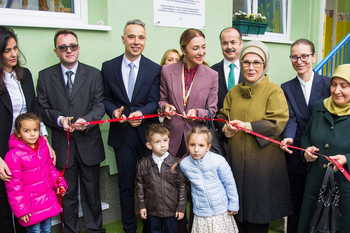 A kispesti szoci polgármester Erdogan feleségével ment óvodát látogatni