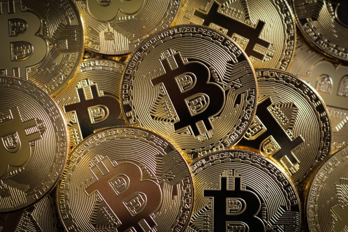 Bitcoint akart vásárolni, összeverték egy lépcsőházban