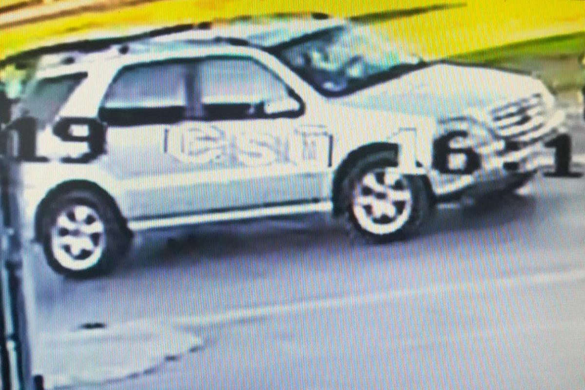 A babakocsival ütköző Mercedes a kamerafelvételen.