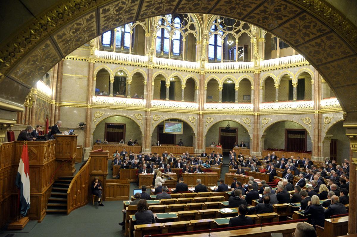 Szavazás az Országgyűlés plenáris ülésén 2019. november 19-én.
