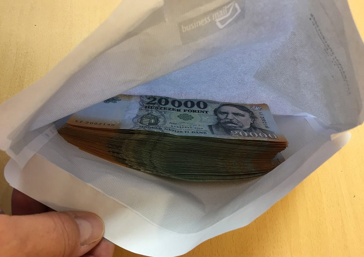 Kétmillió forintot talált egy nő Tatabányán az utcán