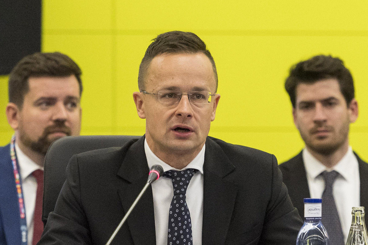 Szijjártó Péter külgazdasági és külügyminiszter (k) felszólal a Space 19+ űrprogramokkal és űrtevékenységgel foglalkozó konferencia plenáris ülésén Sevillában 2019. november 27-én.